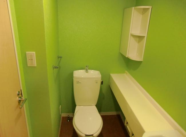 ワンルームマンションリフォーム 明るいキッチンとトイレのリフォーム